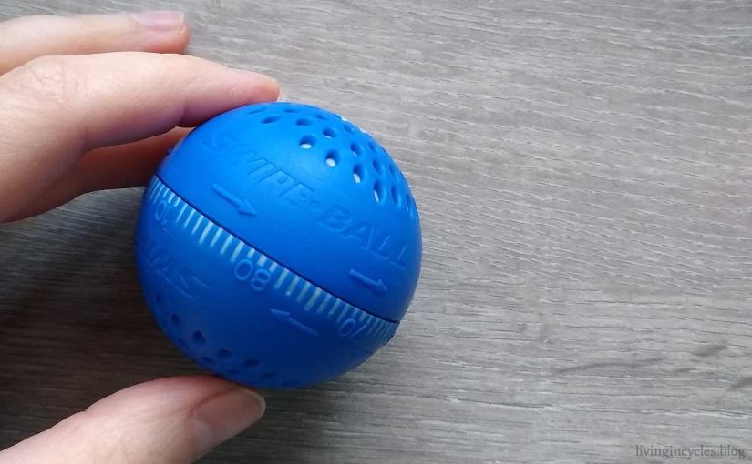 Pyykinpesu ja sinisen pallon salaisuuden paljastus — Swipe Ball® ruuvipenkinvälissä